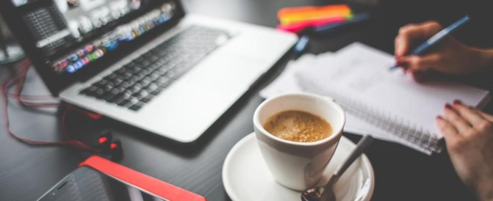 coffee-computer-notepad